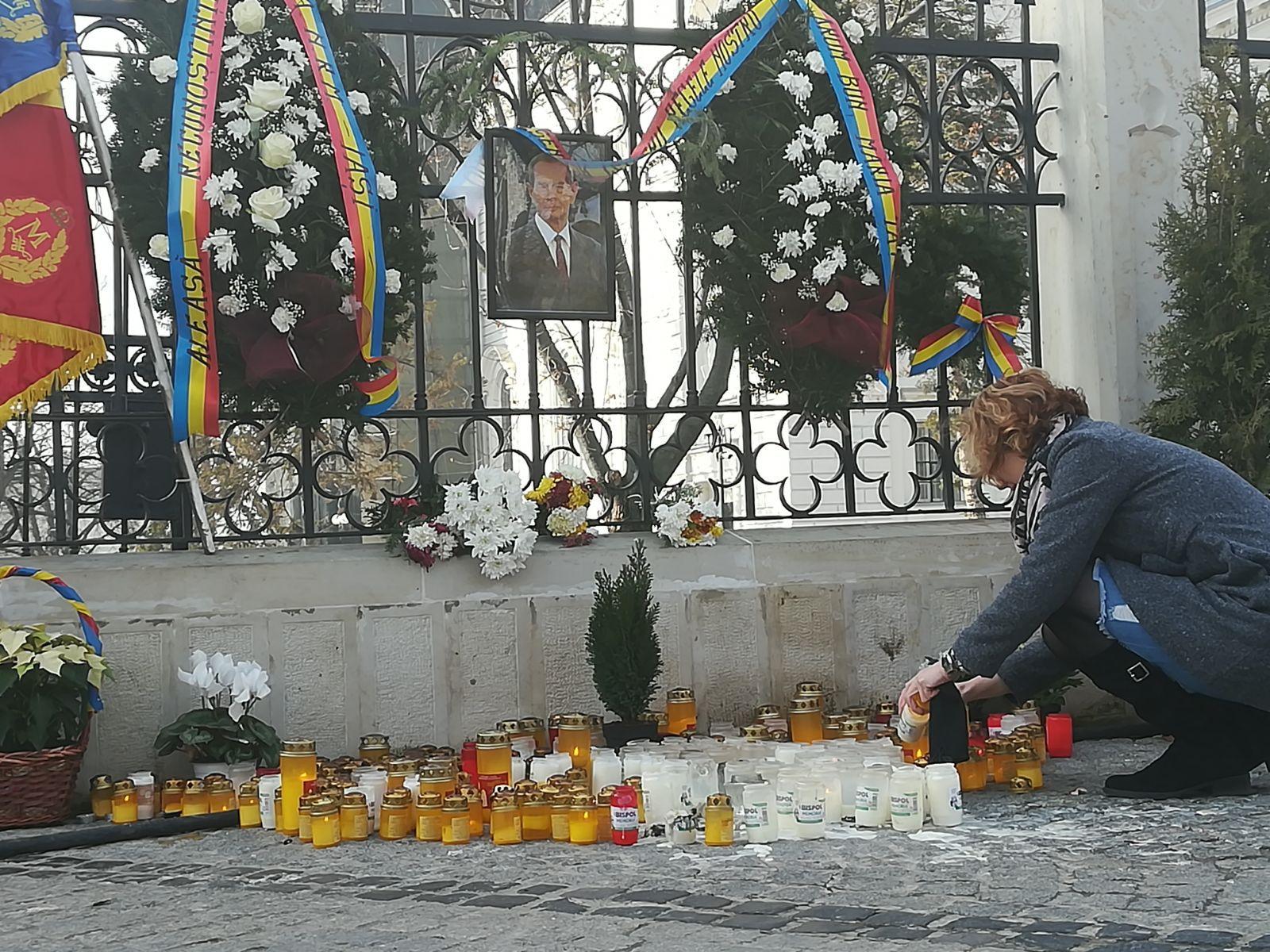 Peste 150 de ieşeni şi români de peste Prut au participat la slujba oficiată pentru Regele Mihai, la Mitropolie/ Filozoful Mihai Şora: Unul dintre oamenii mari ai ţării nu mai e printre noi - FOTO, VIDEO