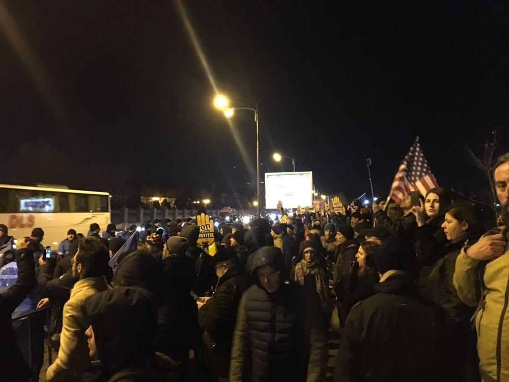 Protest în faţa Parlamentului faţă de modificările aduse legilor justiţiei, FOTO, VIDEO