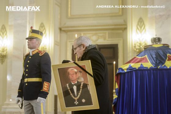 Imaginea articolului FUNERALIILE Regelui Mihai | România intră, de astăzi, timp de trei zile, în doliu naţional. Catafalcul Majestăţii Sale este depus la Palatul Regal, până sâmbătă