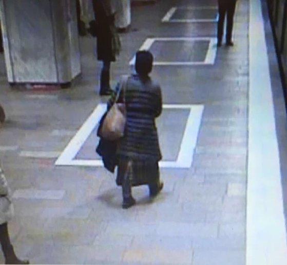 Imaginea articolului Un nou incident grav la METROU. O femeie a reclamat că a fost ameninţată. FOTOGRAFII cu agresoarea/ UPDATE: Un suspect dus la audieri