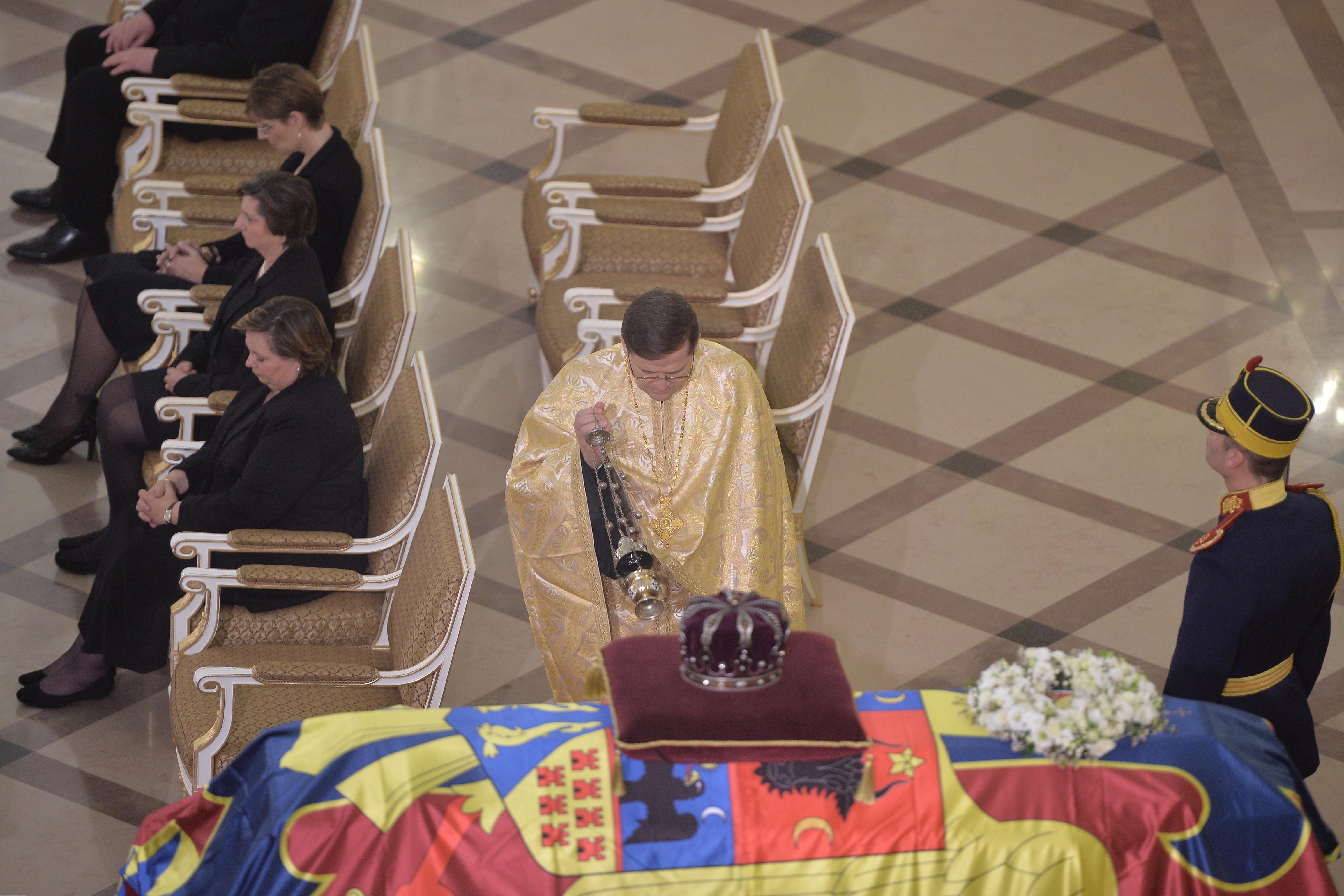 Principesa Margareta şi Principele Duda au venit la Palatul Regal. Cei doi au discutat cu oamenii de la coadă