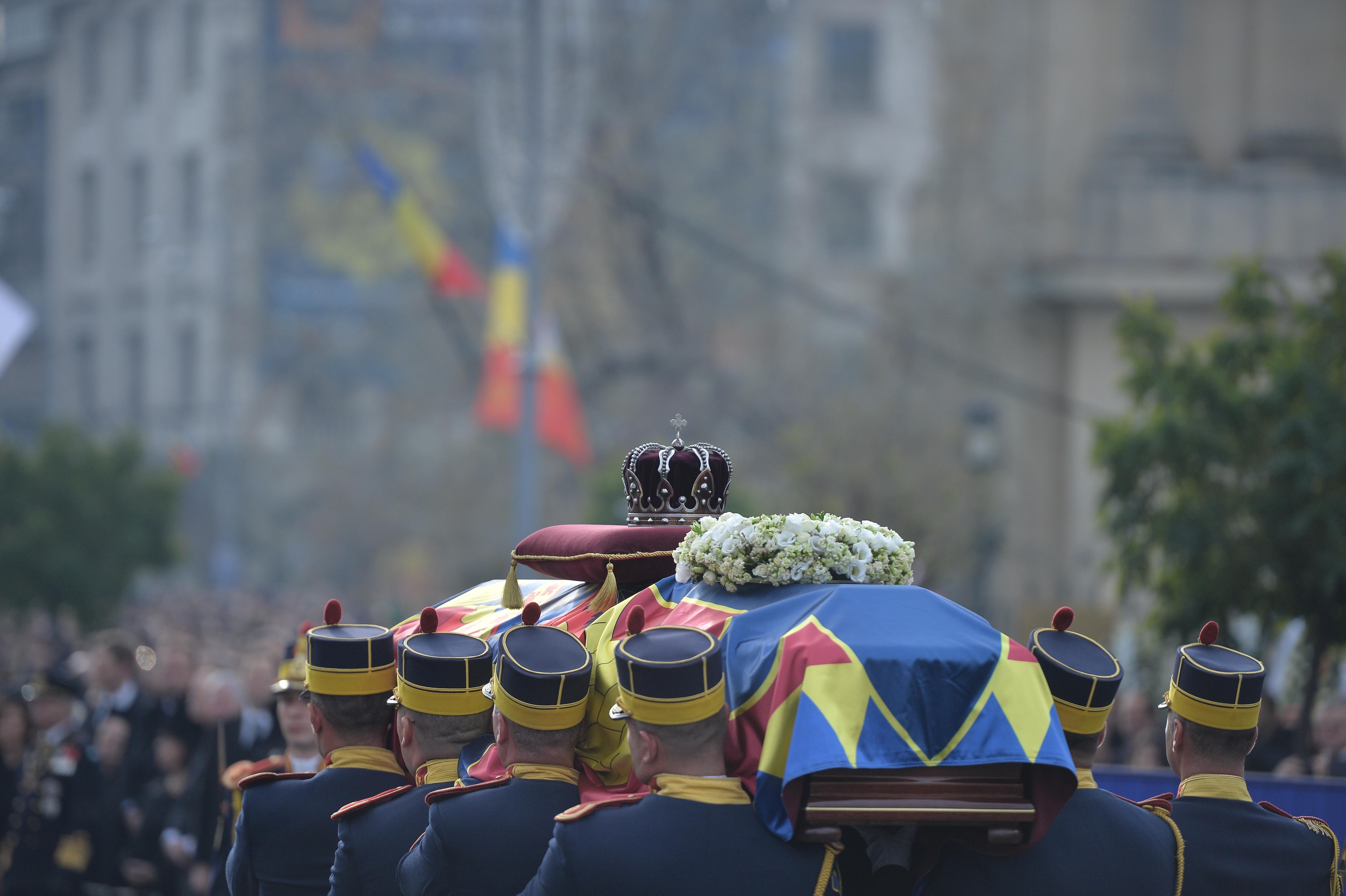 ÎNMORMÂNTARE REGE. Procesiune în Centrul Capitalei de la Palatul Regal la Patriarhie. Trupul regelui va fi purtat pe un afet de tun. Trafic restricţionat  - HARTĂ