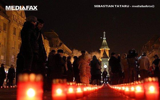 Imaginea articolului Cruce imensă, din candele, în memoria eroilor căzuţi la Revoluţie, în centrul Timişoarei