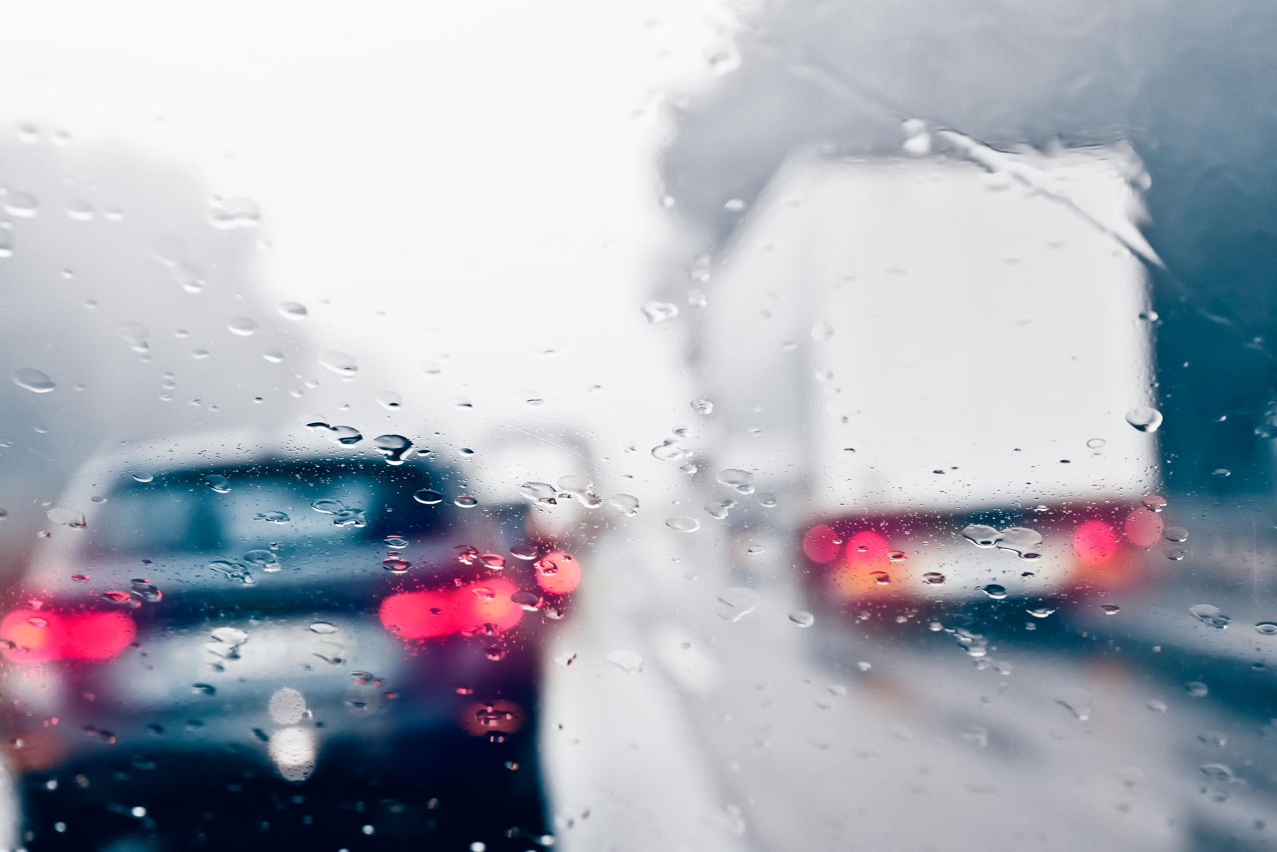 Pericol de acvaplanare pe A3 Bucureşti - Ploieşti. Traficul, îngreunat de ploaie