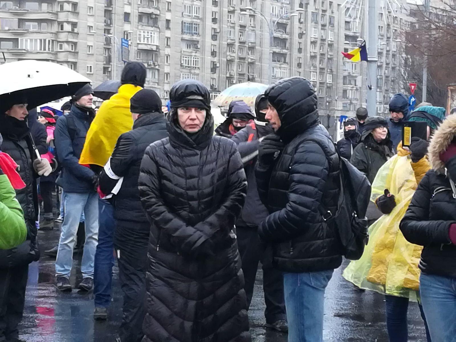 Protest mut în faţa Guvernului faţă de modificările aduse legilor justiţiei/ Oana Pellea: Suntem într-o ţară liberă în care putem manifesta când nu suntem de acord   VIDEO