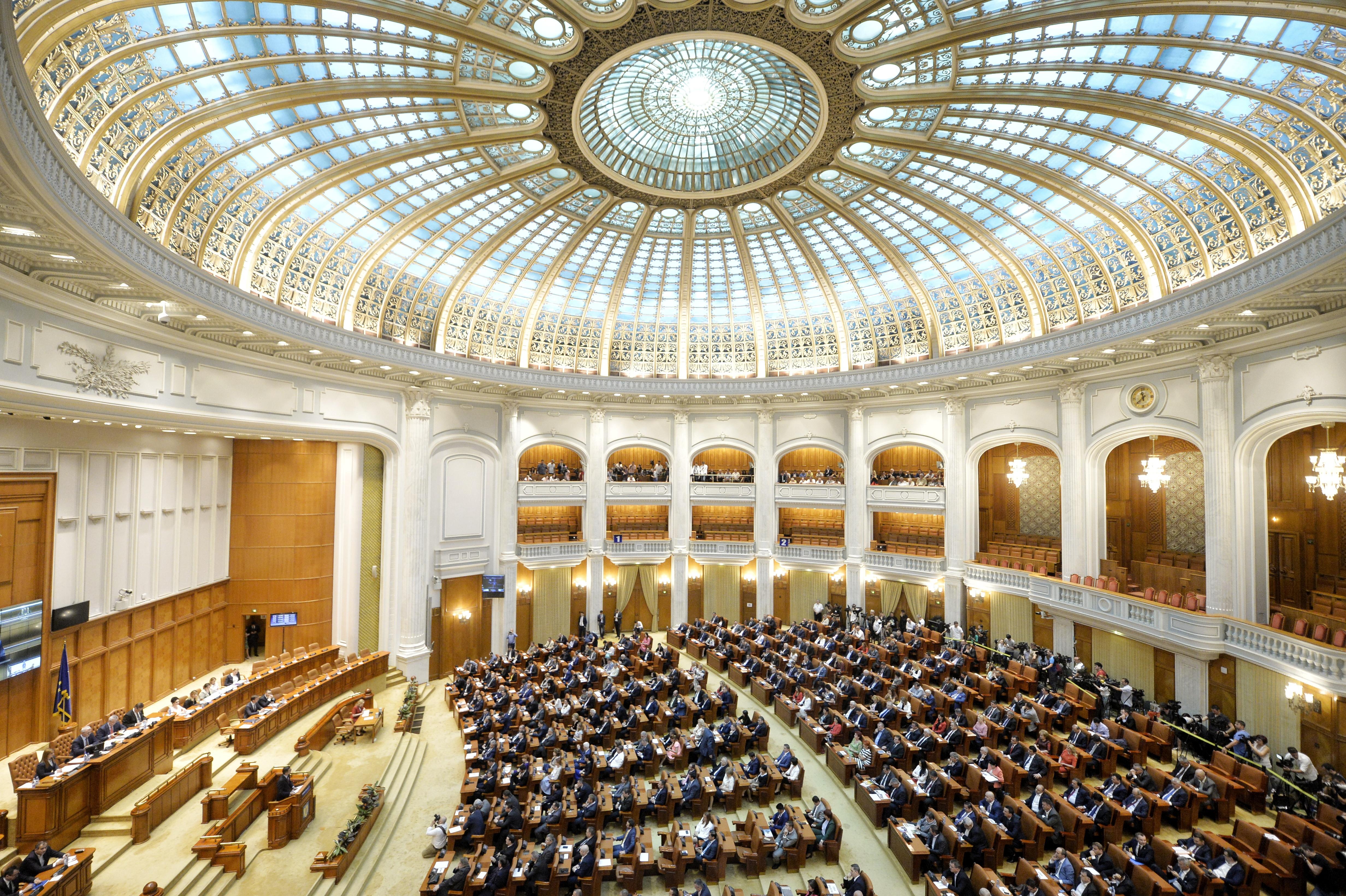 Plenul reunit al Parlamentului dezbate proiectul de lege privind bugetul de stat pentru anul 2018/ Sindicatele din învăţământ atrag atenţia asupra subfinanţării Educaţiei