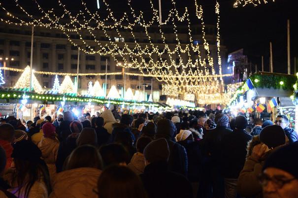 Restricţii de trafic în centrul Capitalei din cauza târgului de Crăciun din Piaţa Constituţiei. Ce RUTE OCOLITOARE sunt recomandate