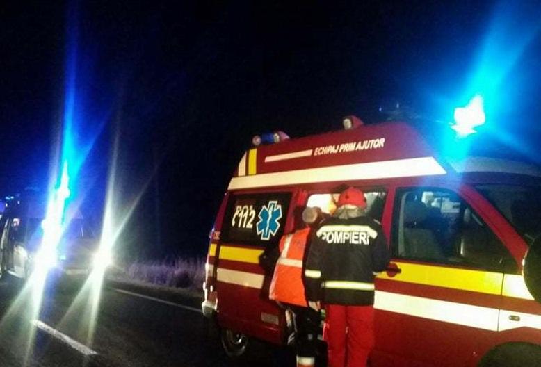 Doi morţi şi 10 răniţi în urma impactului dintre trei maşini, în Bihor. Trei dintre victime sunt copii