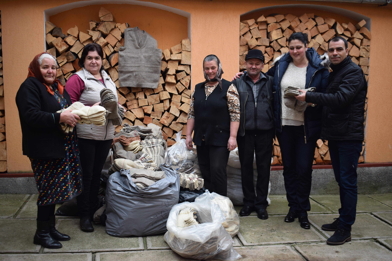 Ministrul Petre Daea a cumpărat sute de perechi de şosete de lână dintr-un sat din Sibiu - FOTO