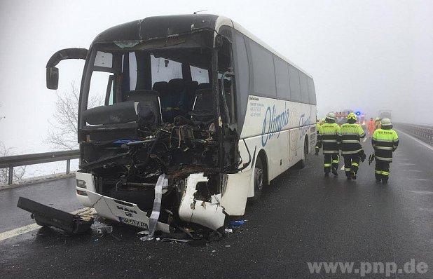 Grav ACCIDENT de circulaţie în Germania între două autovehicule înmatriculate în România. Nouă persoane au fost rănite/ Reacţia MAE: Victimele au fost externate, cu excepţia şoferului