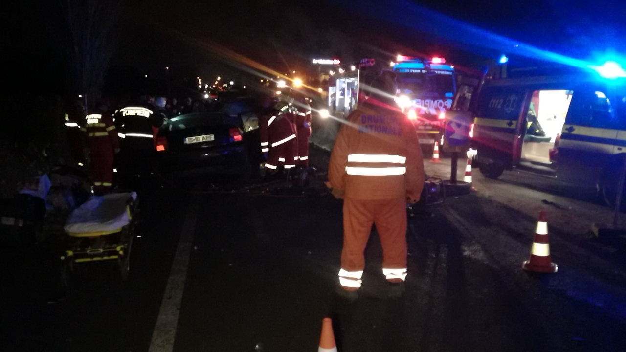 Şase persoane au fost rănite, după ce două maşini s-au ciocnit la intrarea în Iaşi - FOTO