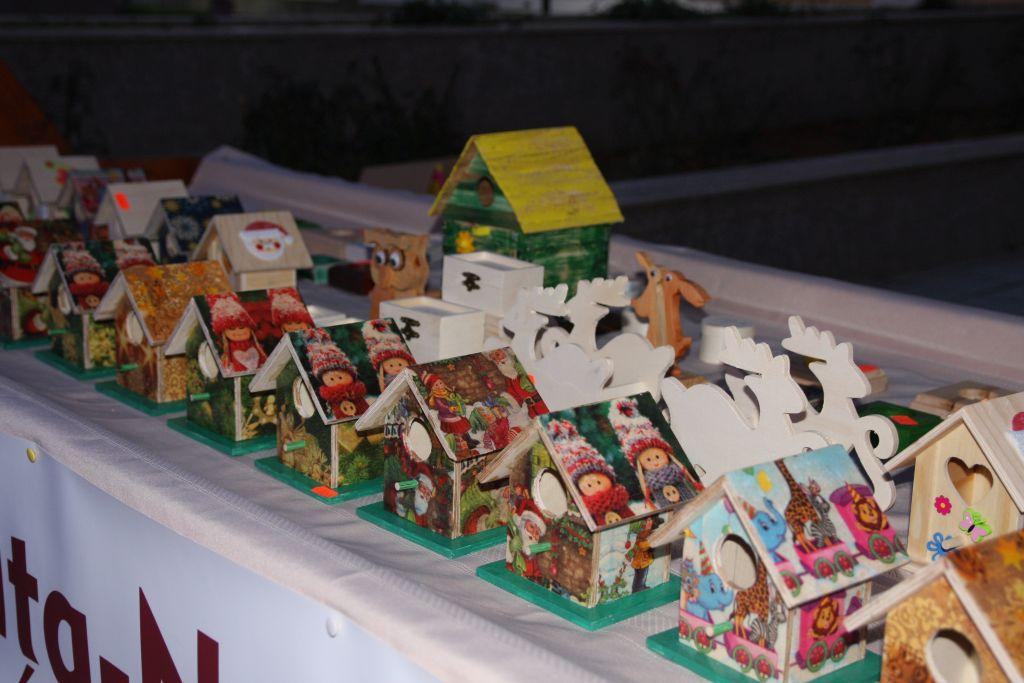 Tradiţia tăierii porcului şi ateliere de frământat pâine, la Festivalul de Crăciun din Bistriţa - FOTO