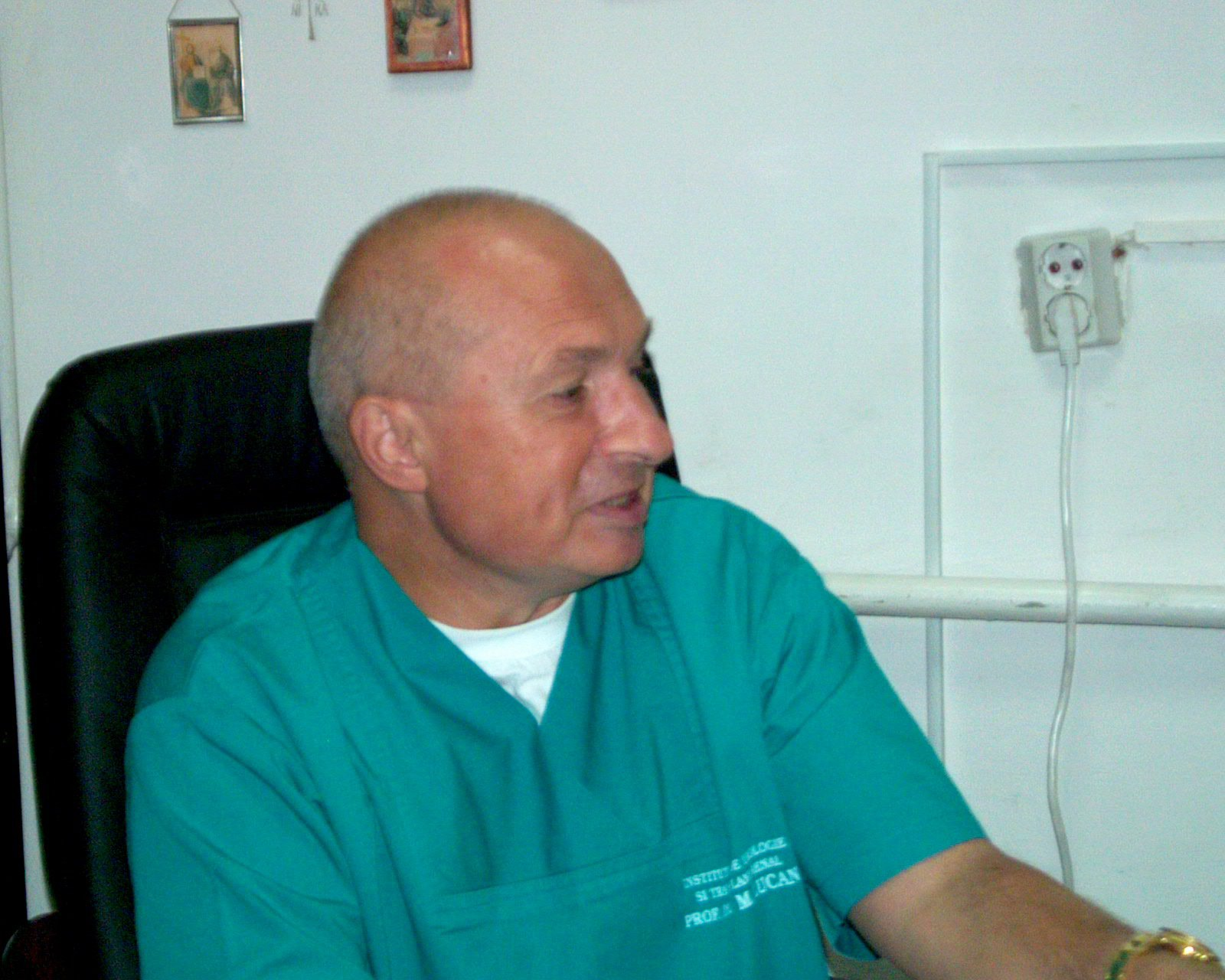Medicul Mihai Lucan a fost adus la DIICOT Bucureşti. Doctorul, cercetat pentru delapidare/ Doi directori din cadrul Institutului de Urologie au fost reţinuţi