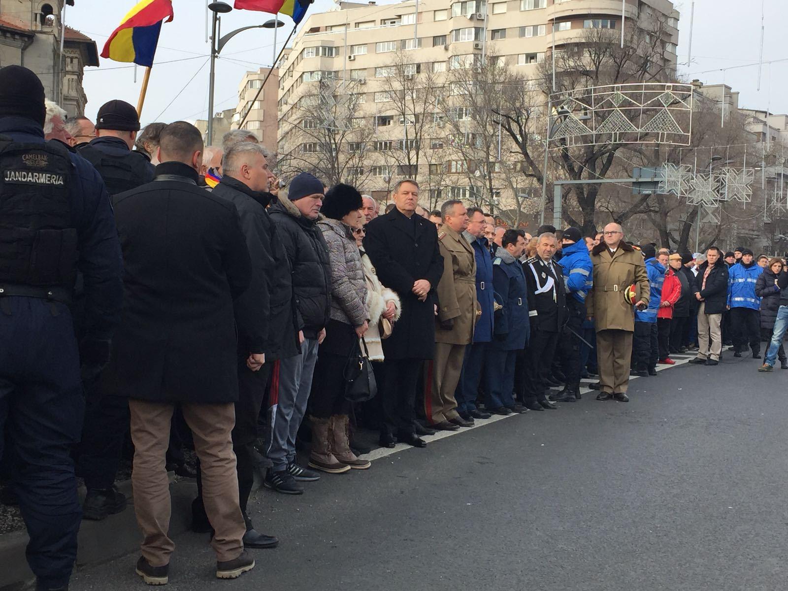 Iohannis a ajuns în Piaţa Universităţii. Preşedintele participă comemorarea victimelor Revoluţiei - FOTO, VIDEO