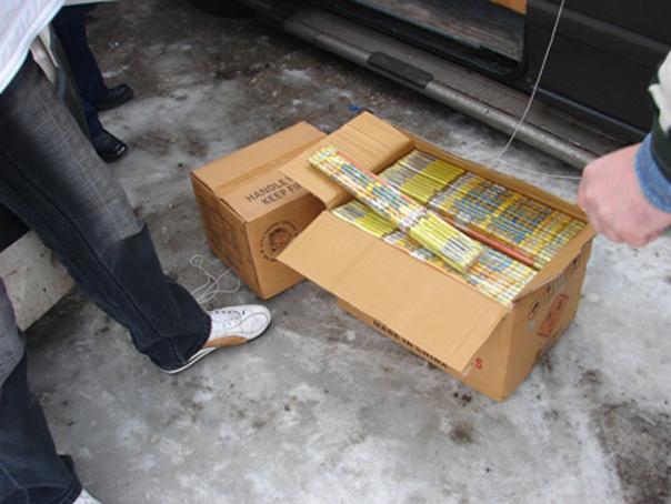 Aproape 15 tone de articole pirotehnice, ridicate de poliţişti