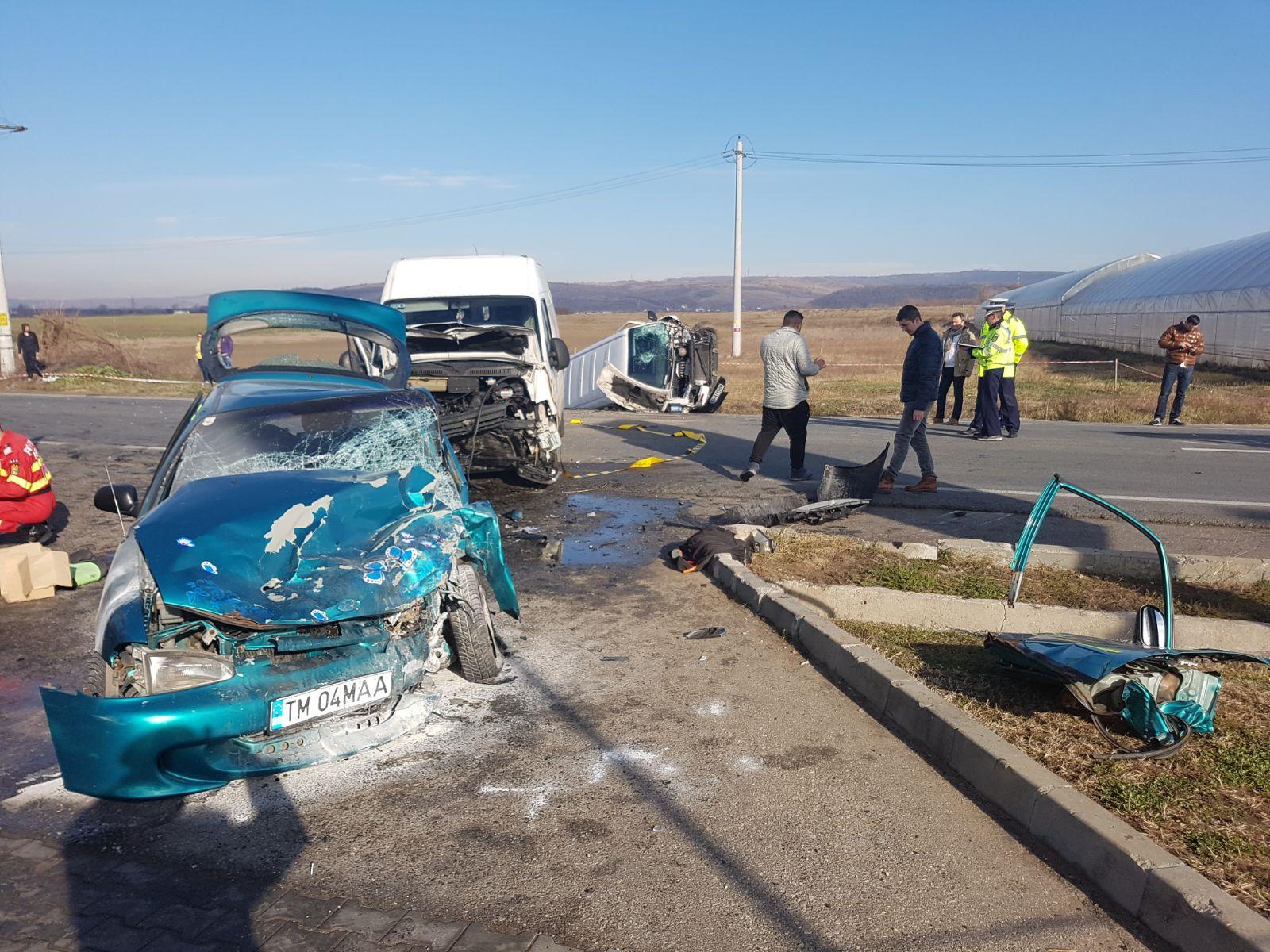Accident de circulaţie în Mehedinţi, în urma impactului dintre trei maşini. Bilanţ ISU: Un mort şi opt răniţi