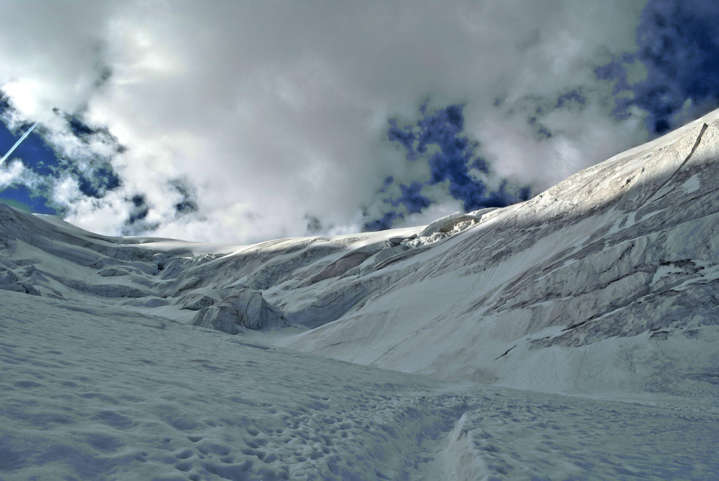 Risc mare de avalanşă în Munţii Făgăraş, la altitudini de peste 1.800 de metri