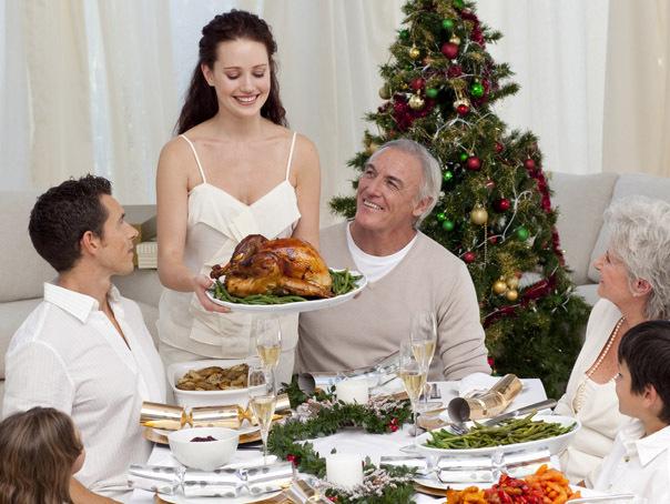 REVELION 2018: Românii preferă să petreacă Anul Nou acasă, în familie. Câţi bani sunt dispuşi să cheltuiască