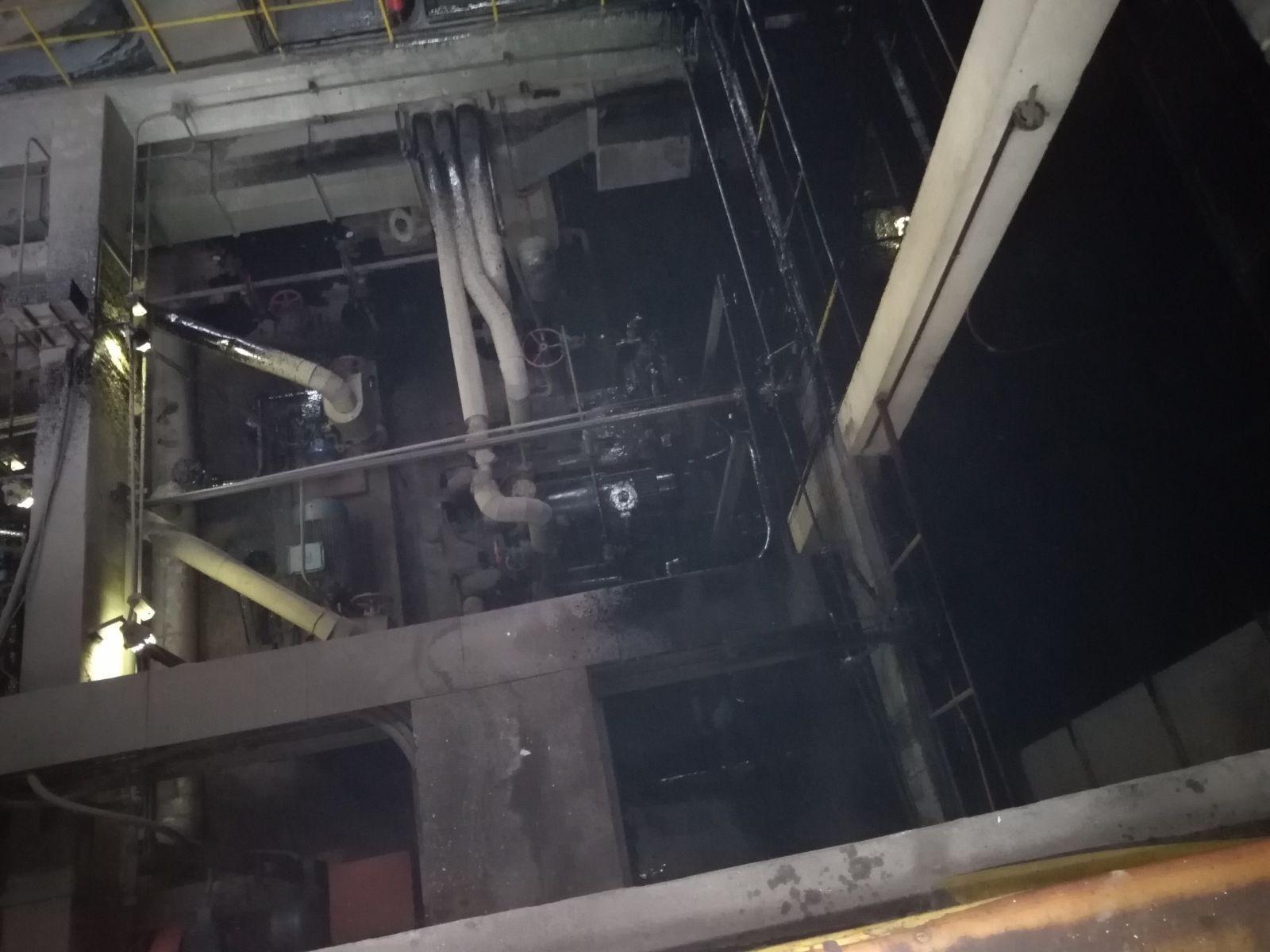 ACCIDENT tehnologic pe platforma ArcelorMittal Galaţi: Sute de litri de păcură s-au scurs pe un teren din curtea societăţii/ Primul ajutor la faţa locului