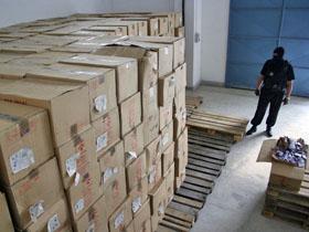 Peste 200.000 de pachete cu ţigări de contrabandă, ascunse în cutii cu fulgi de ovăz din Rusia
