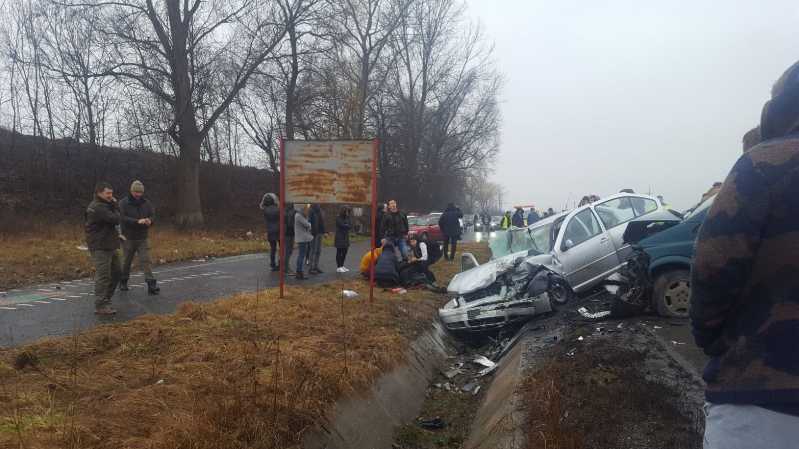 ACCIDENTE GRAVE pe şosele: 22 de persoane, implicate. Patru copii au fost răniţi