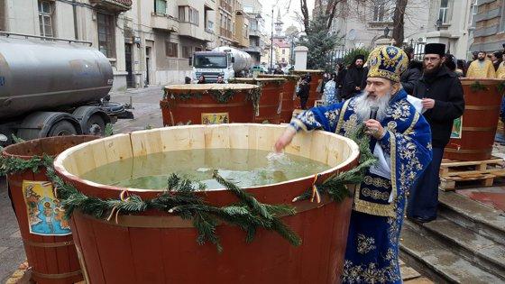 Imaginea articolului BOBOTEAZĂ 2018: Arhiepiscopia Tomisului pregăteşte 150.000 de sticle de apă sfinţită