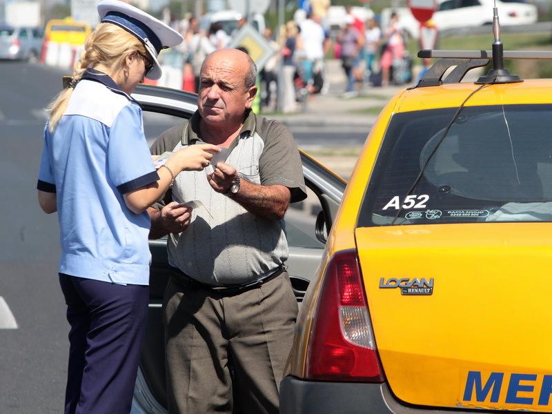Firea: Taximetriştii care cer mai mulţi bani pentru o cursă pot fi reclamaţi la linia verde