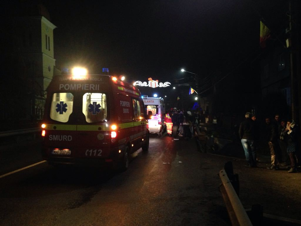 Bistriţa: Şase copii răniţi, după ce un adolescent băut şi fără permis auto a intrat cu maşina în trei grupuri de colindători. Două victime, în comă   FOTO