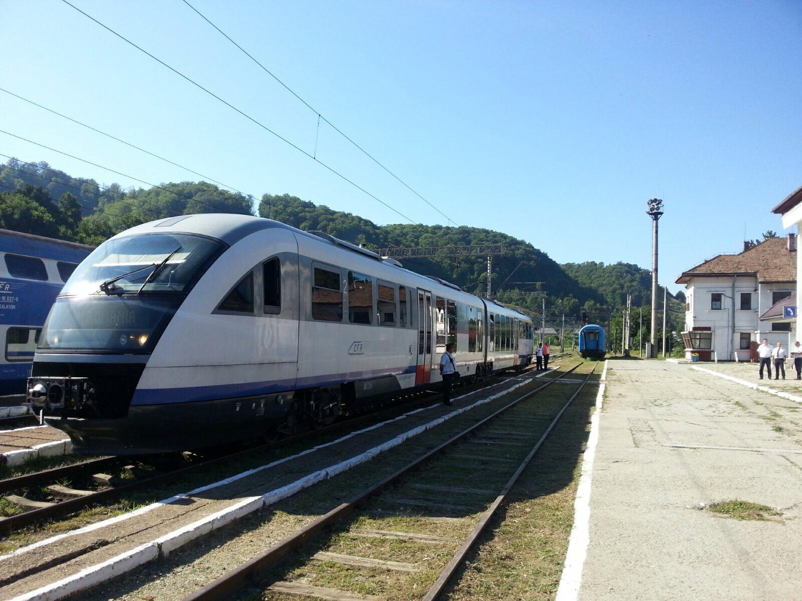 Ruta pe care trenul `Săgeata Albastră` circula cu 35 km/h, suspendată după 5 luni