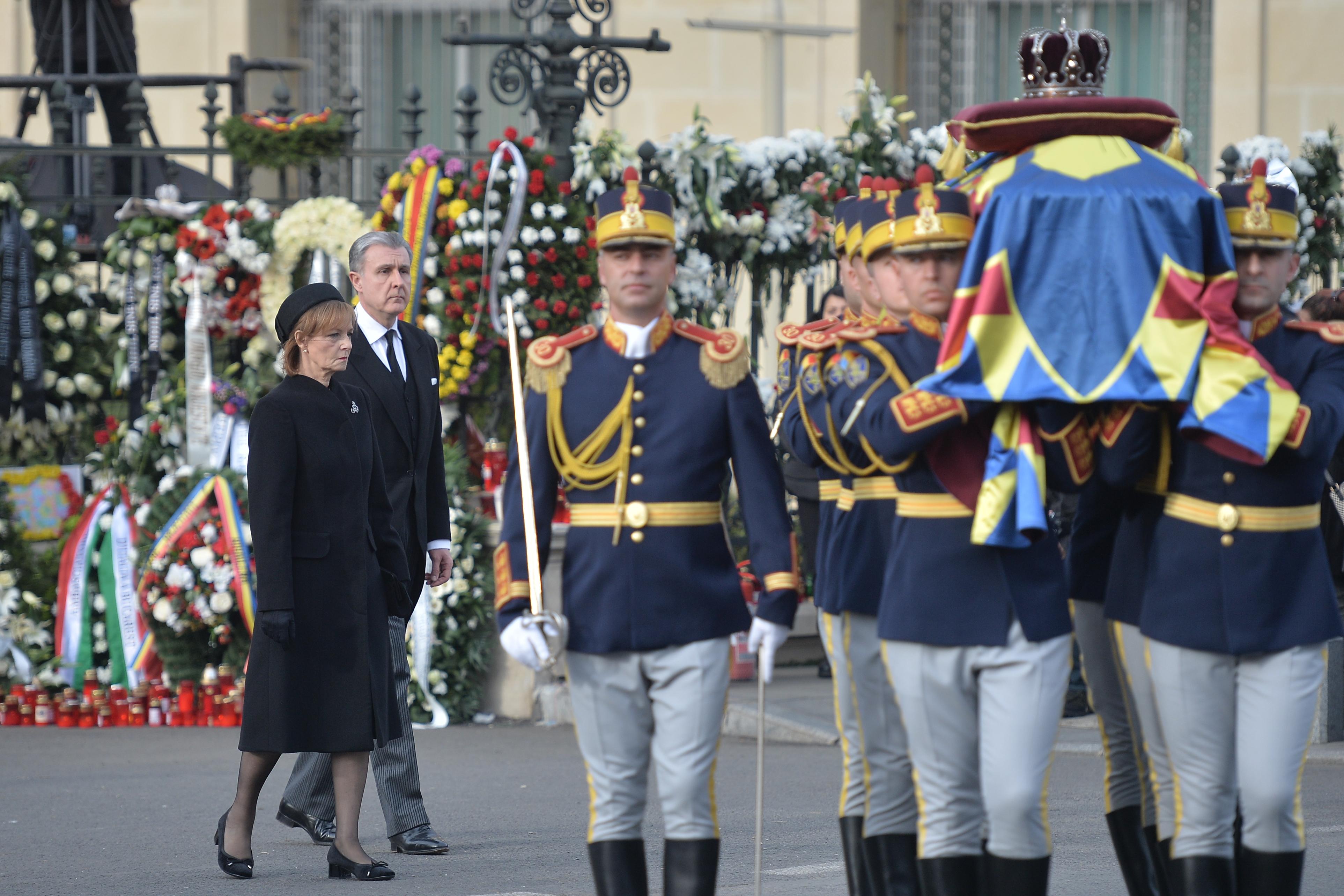 Familia regală se reuneşte la Mănăstirea Curtea de Argeş, la slujba de 40 de zile de la decesul Regelui Mihai