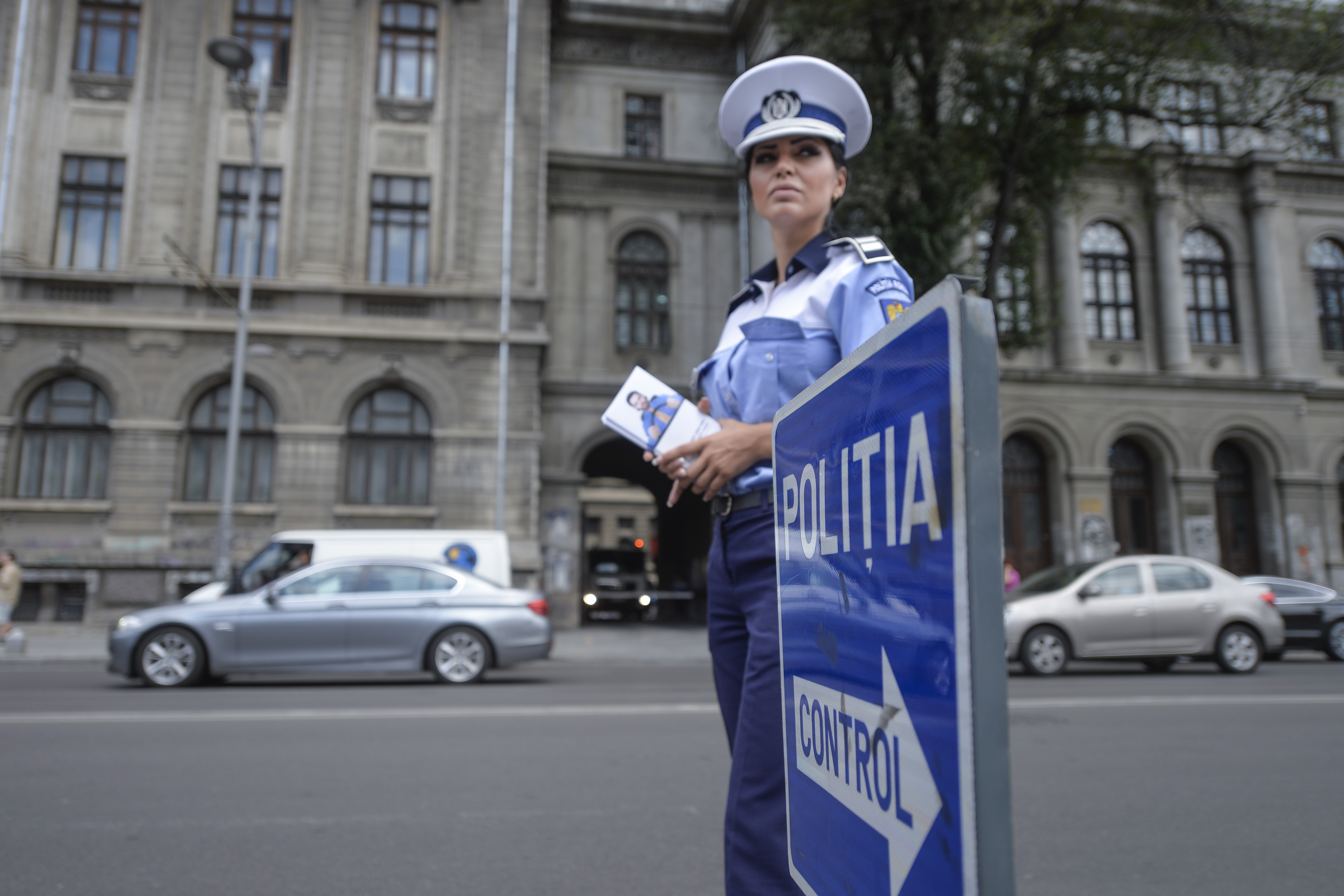 Poliţia Română scoate la concurs 770 de posturi folosind un mesaj legat de poliţistul pedofil: `Ai auzit tot felul de lucruri îngrozitoare despre noi`