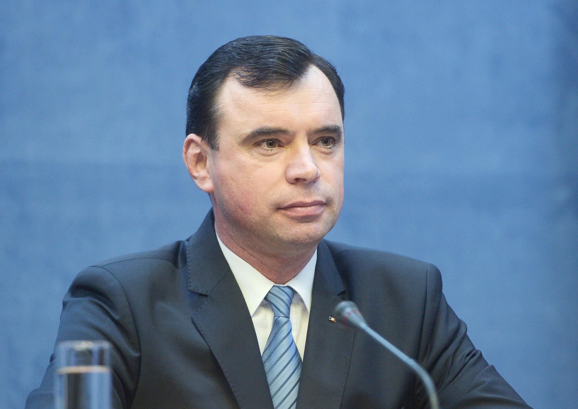 RAPORTUL solicitat în cazul poliţistului pedofil, prezentat premierului Tudose de Bogdan Despescu, şeful Poliţiei Române menţinut în funcţie