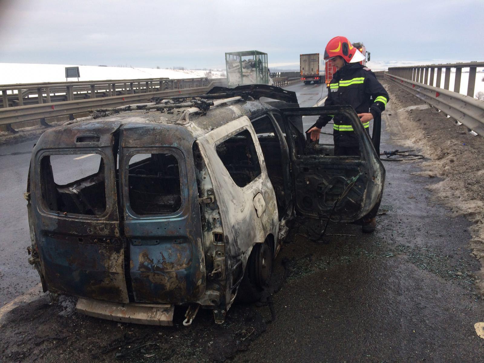 INCENDIU pe Autostrada Sibiu – Orăştie: O maşină a ars complet   FOTO, VIDEO