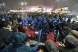 Verificări la Jandarmeria Capitalei, după ce un jandarm a lovit mai mulţi protestatari: Presiunea poate genera astfel de comportamente | VIDEO