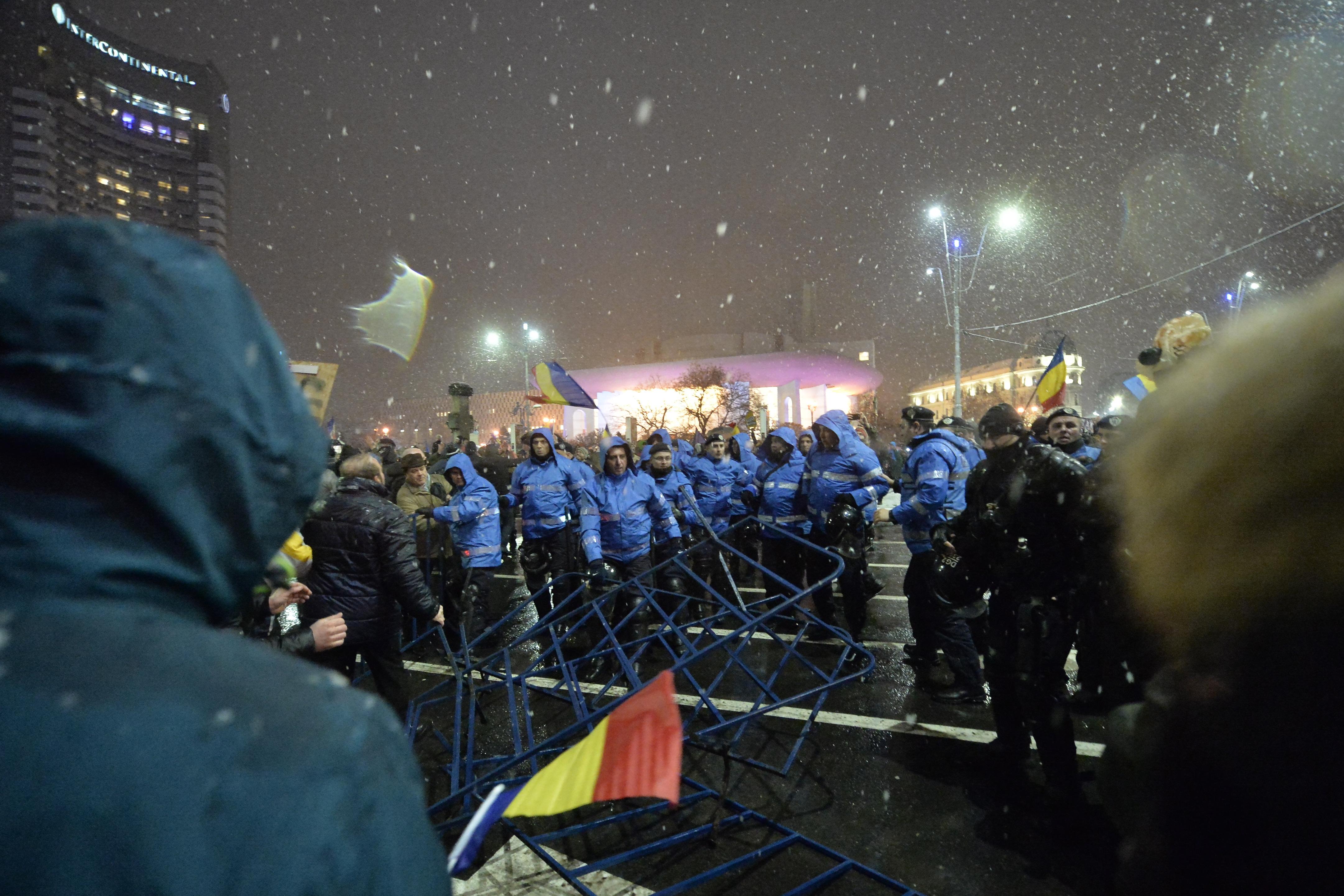 Vicepreşedintele Comisiei de Apărare cere verificarea, în Parlament, a modului în care au intervenit jandarmii la proteste