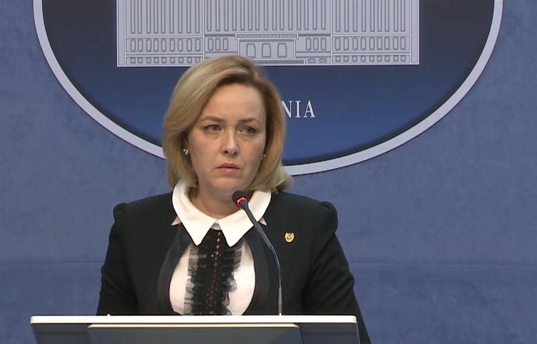 Băsescu, despre cazul femeii înjunghiate: Carmen Dan să achiziţioneze rapid brăţări, nu bastoane. Cel care a ucis avea ordin de restricţie