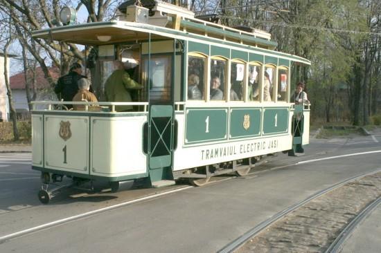 Plimbare PRIVATĂ cu tramvaiul sau mijloacele de transport în comun ale oraşului. Cât costă să închiriezi un TRAMVAI numai pentru tine