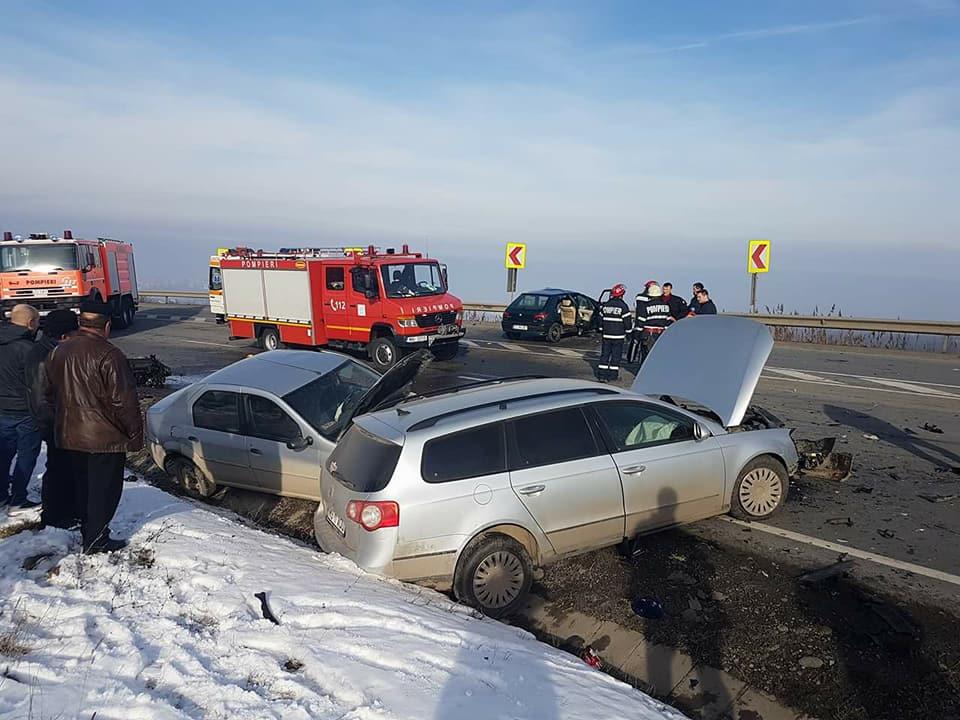 Cluj: Cinci persoane rănite în urma unui carambol între trei maşini