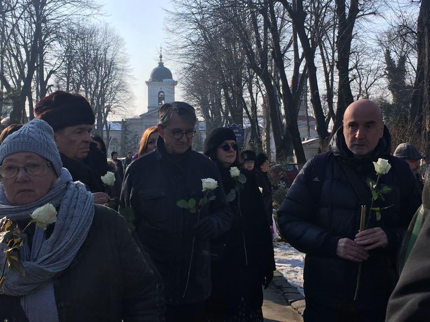 Neagu Djuvara a fost înmormântat duminică cu onoruri militare: Zeci de oameni, oameni de cultură şi intelectuali au venit la Cimitirul Bellu   FOTO, VIDEO