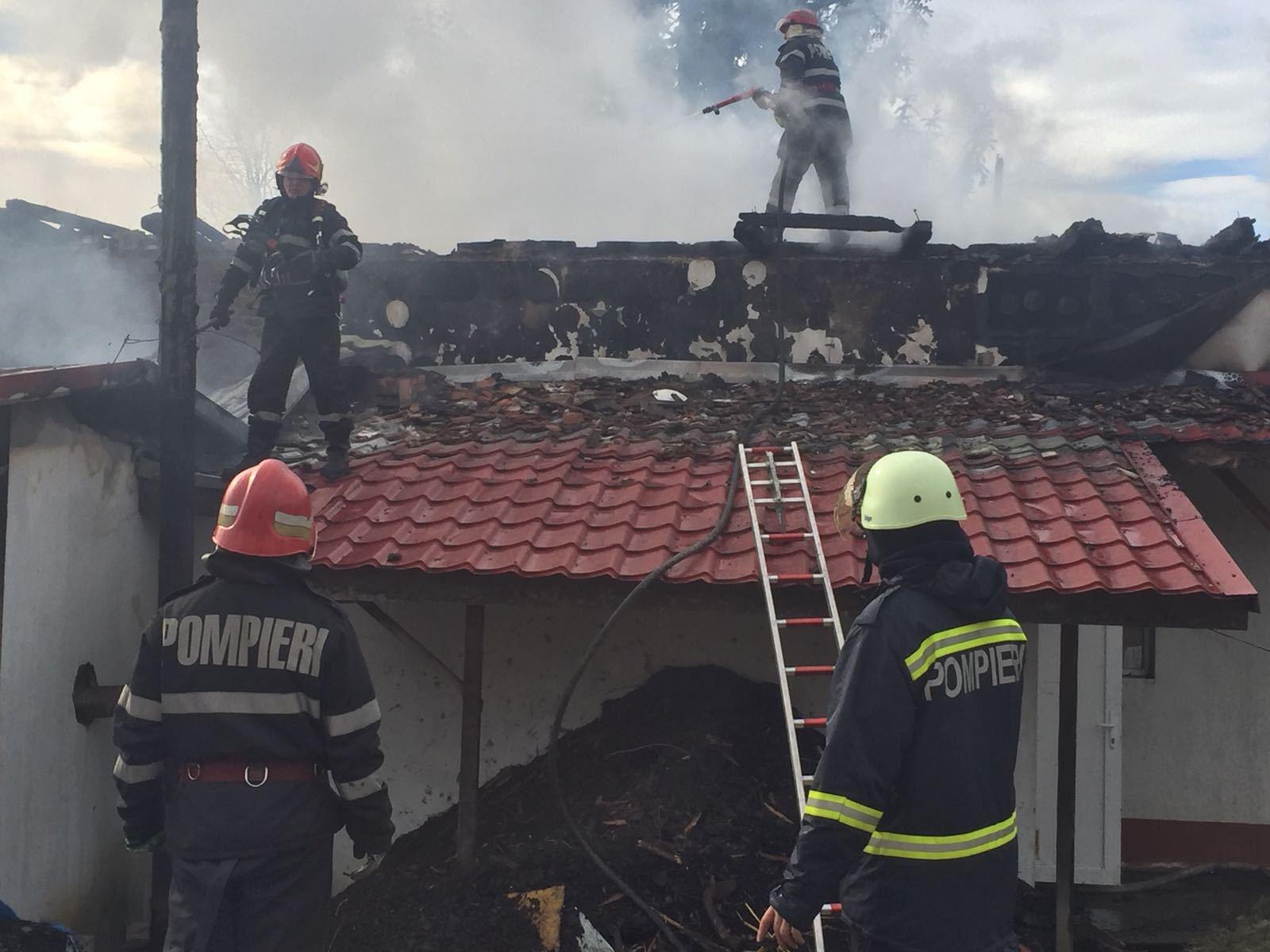 BREAKING: Incendiu într-o şcoală din Gorj: elevii au fost evacuaţi