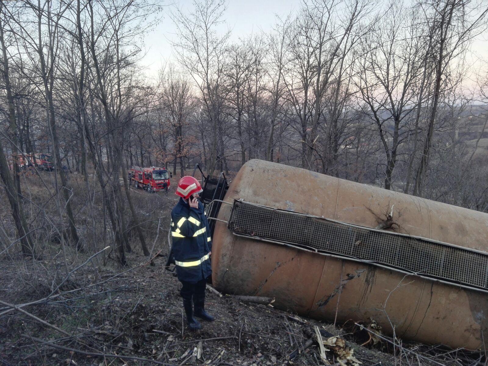 Accidentul feroviar din Mehedinţi: Circulaţia trenurilor a fost reluată după aproape 17 ore de când patru vagoane au deraiat