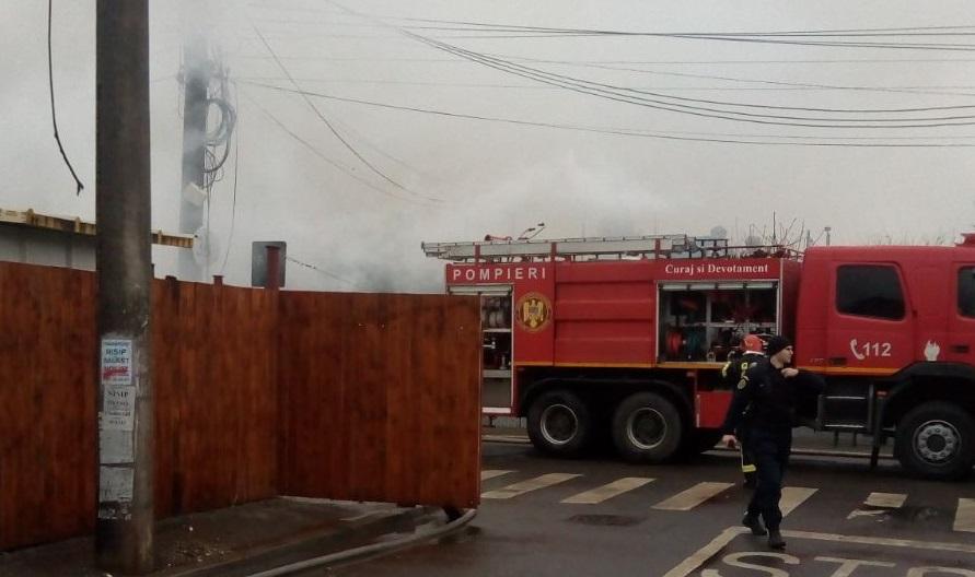 Incendiu puternic la două case din cartierul Ferentari / Şase autospeciale de stingere, la faţa locului   FOTO