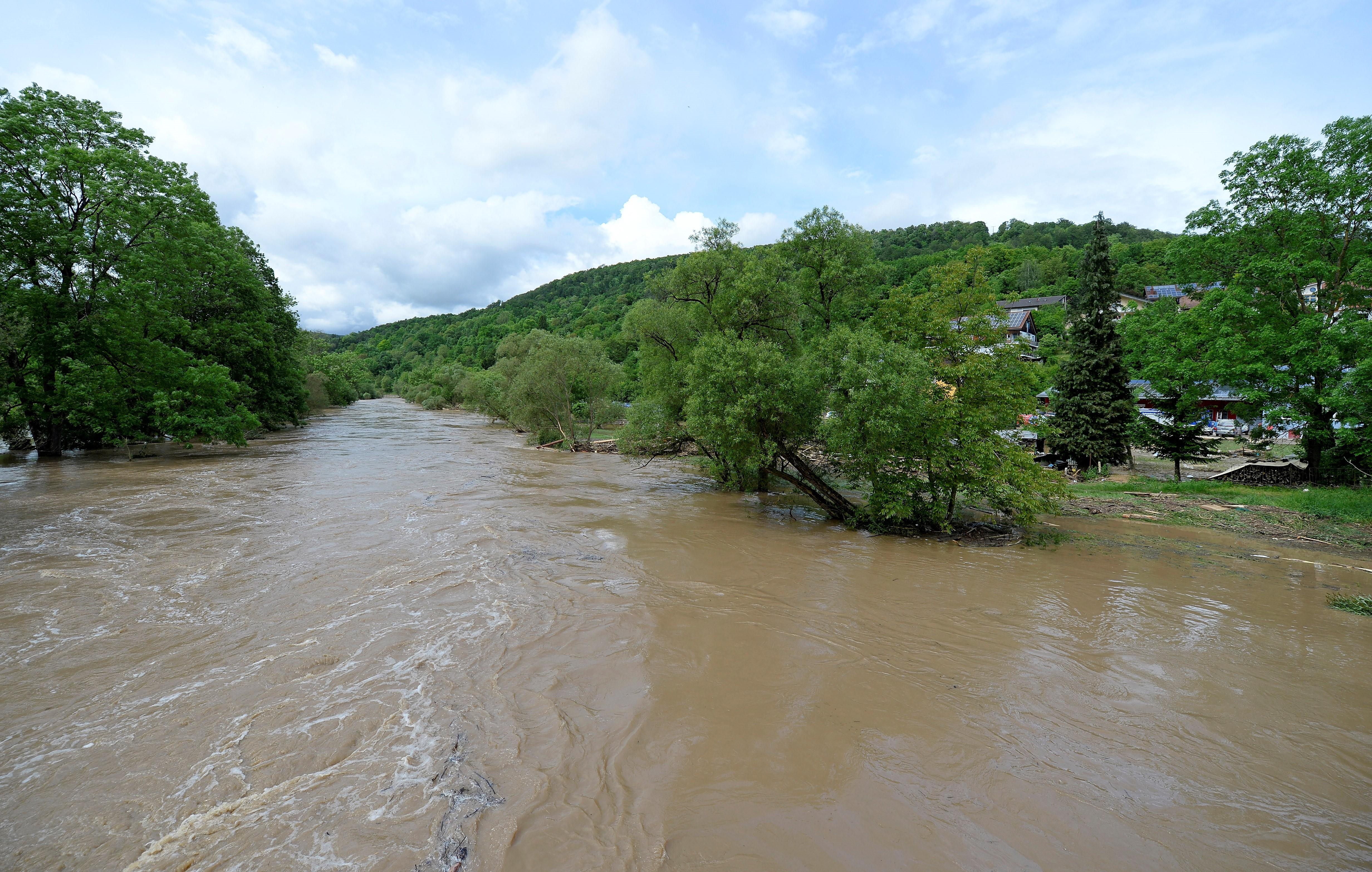 Cod galben de inundaţii pe râuri din Satu Mare, Hunedoara şi Arad