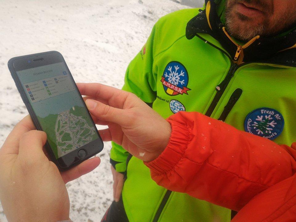 Aplicaţie pentru schiori. Starea pârtiilor, calitatea zăpezii sau timpii de aşteptare la instalaţiile de cablu pot fi aflate în timp real