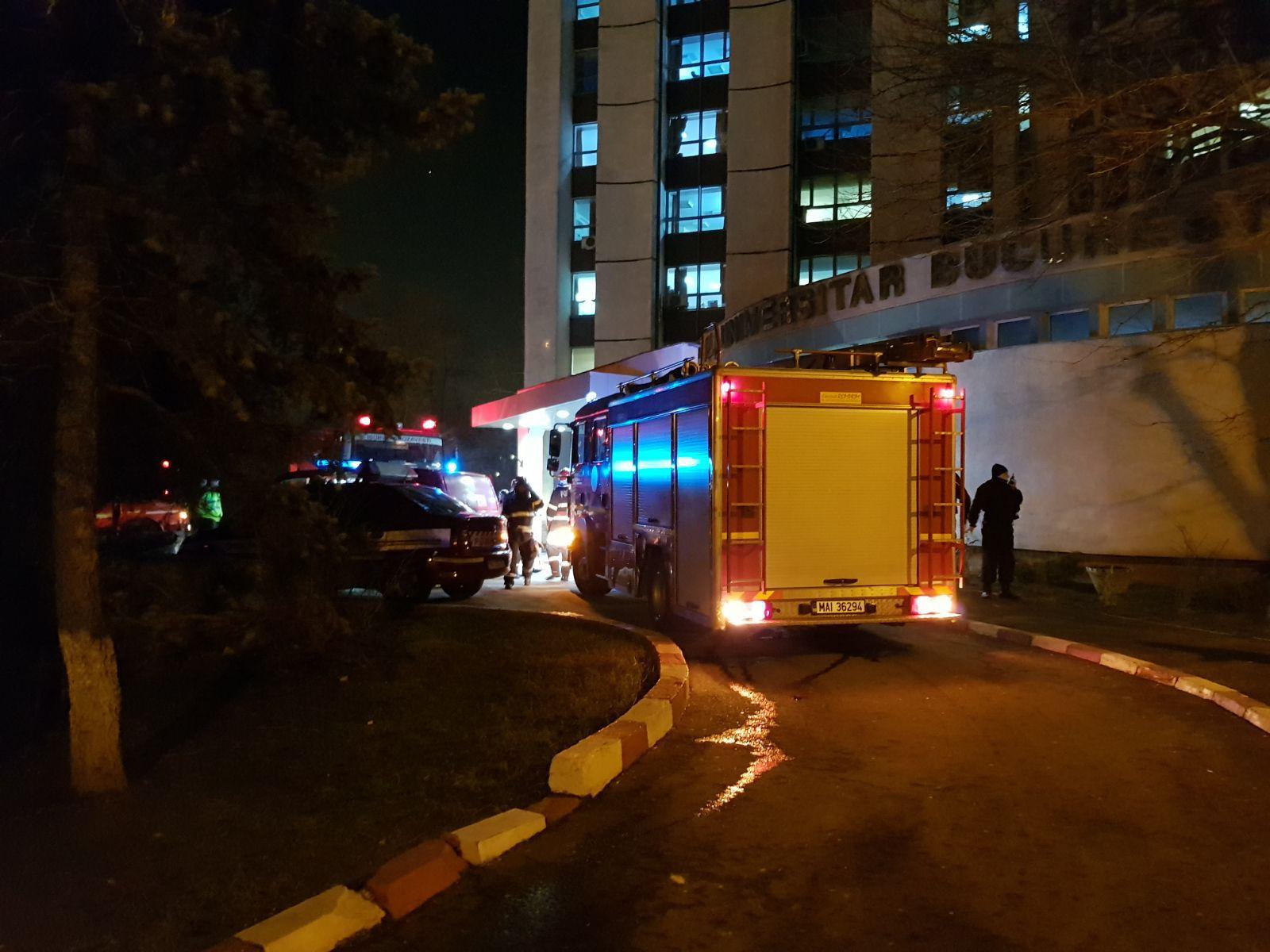 Fum la parterul Spitalului Universitar din Capitală. 20 de angajaţi ai unităţii s-au autoevacuat/ Incendiul a fost lichidat cu extinctoare. Nu s-au înregistrat victime