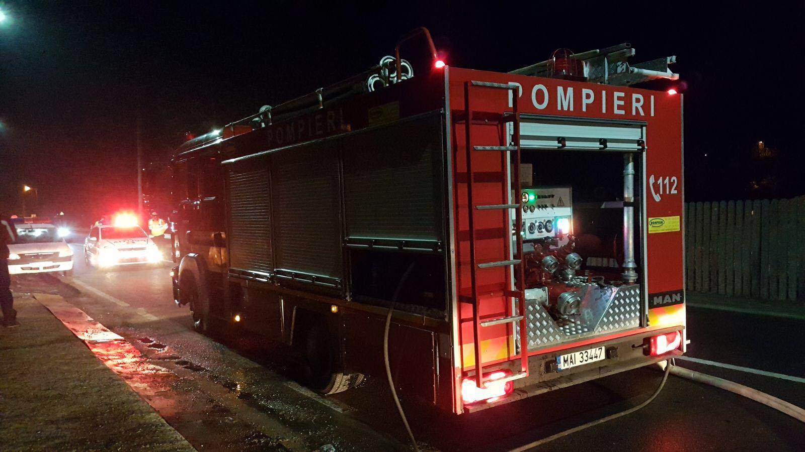 Aproximativ 200 de persoane, evacuate dintr-un bloc de garsoniere din Târgu Neamţ după izbucnirea unui incendiu   FOTO