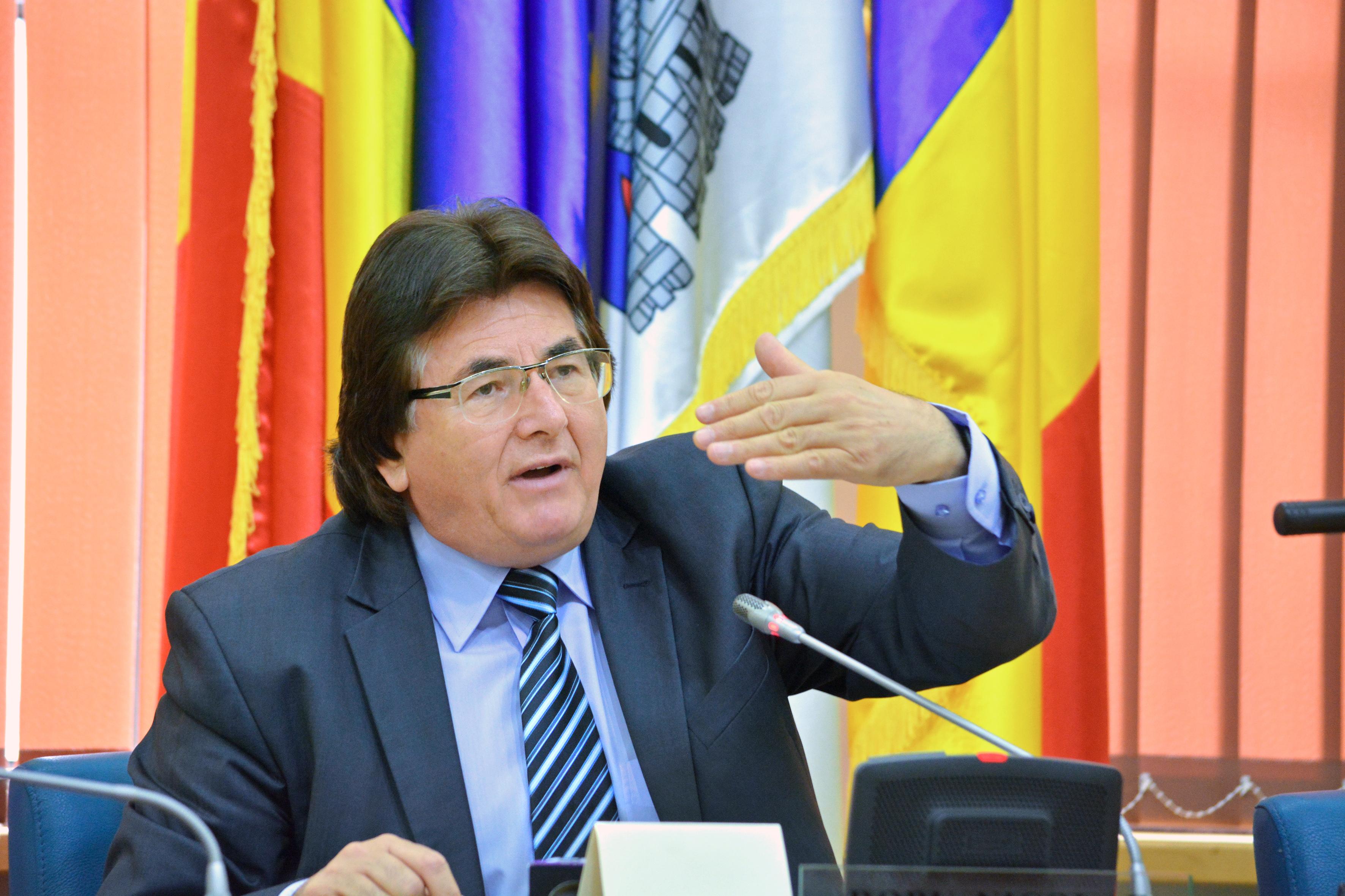 Primarul Timişoarei, Nicolae Robu, scrie pe Facebook ce salariu câştigă, după ce s-a vehiculat că obţine 17.000 lei lunar / Cât primeşte şoferul său