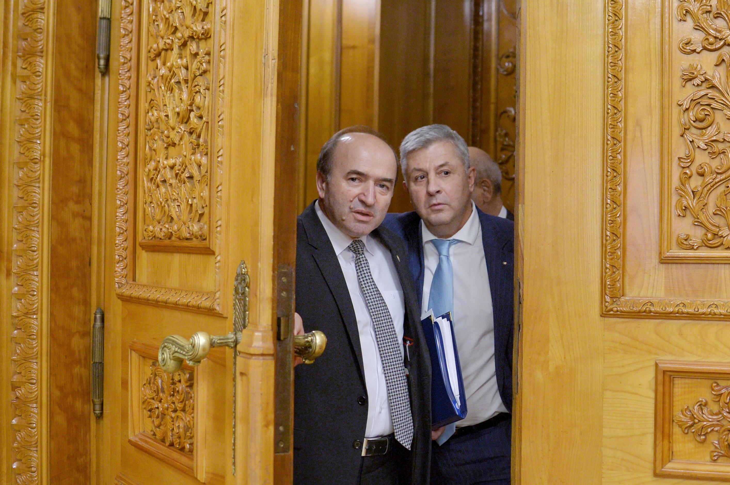 Mesajul lui Florin Iordache, preşedinte al Comisiei pentru legile justiţiei şi ex-ministru, pentru Tudorel Toader: Ministrul Justiţiei nu are cum să `arunce` către Parlament decizia în privinţa DNA