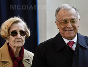 Ion Iliescu, ŢINTA predilectă a posturilor TV. Cum a fost surprins fostul preşedinte şi GESTUL MEMORABIL făcut către două televiziuni