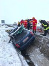 Imaginea articolului Suceava: Două accidente cu trei persoane încarcerate, din cauza zăpezii umede de pe carosabil